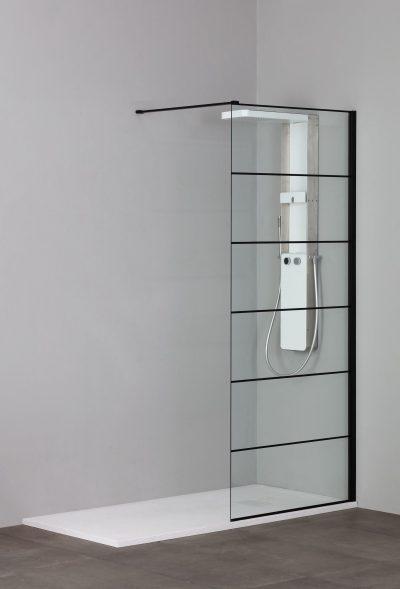 Glazen douchewand met zwart profiel