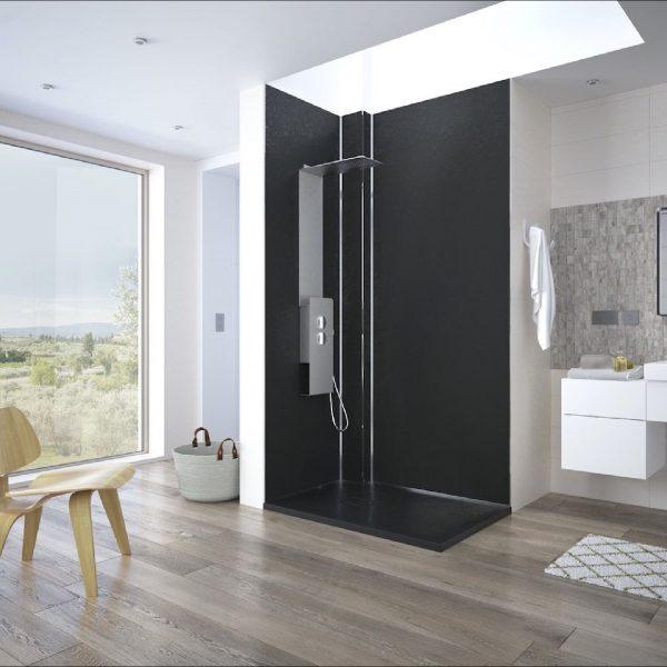 Un panneau de douche pour capter le regard dans votre salle de bains