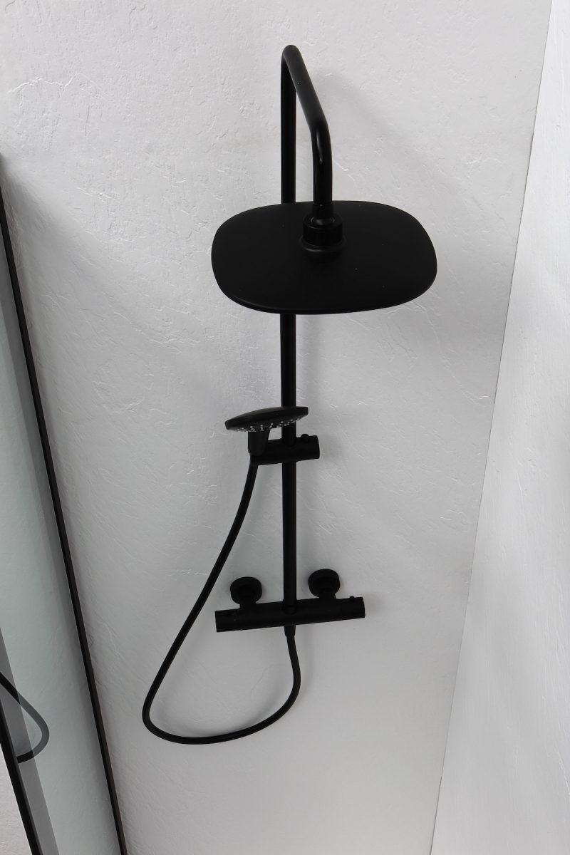 sfeerbeeld van een accessoire voor in een minimalistische badkamer
